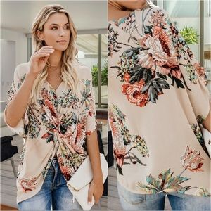 EVERLASTING LOVE FLORAL TWIST FRONT TOP-APRICOT